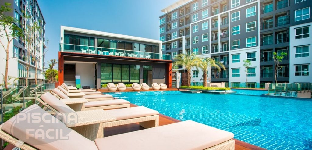 Hotel de luxo com piscina