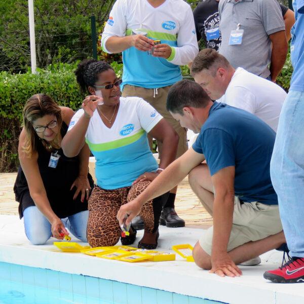 Aula de tratamento químico de piscinas do curso da Piscina Fácil